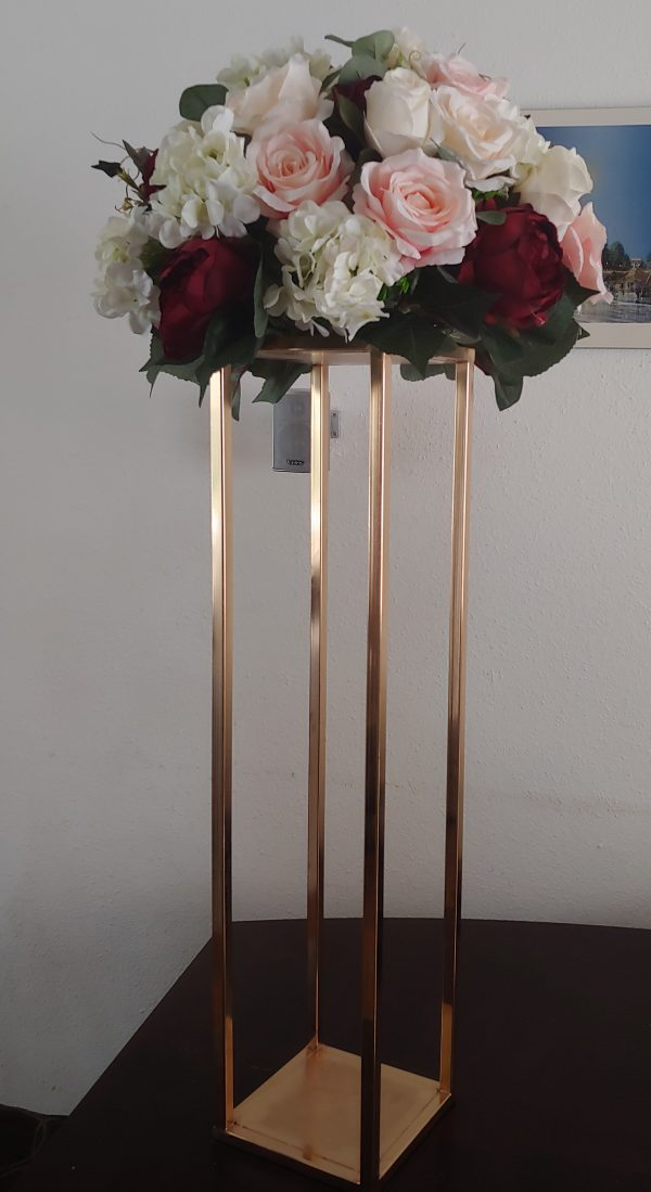 Metal flower/candle stand – gold