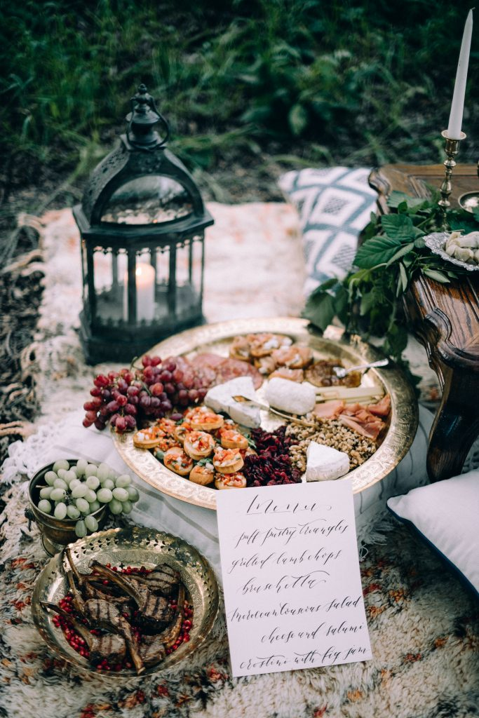 ceremony bohemian wedding boho dress style table decor ideas backdrop boho rugs