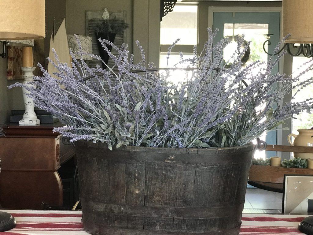 Antique Bucket W Lavender Eventlyst