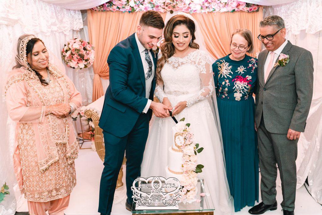 nikkah wedding cutting cake